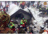 suben a 12 los muertos por alud en italia; 17 desaparecidos