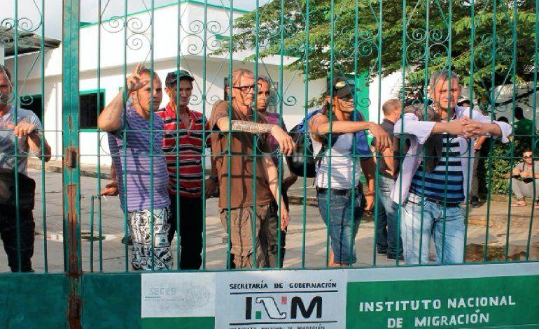 México deporta a otros cinco migrantes cubanos