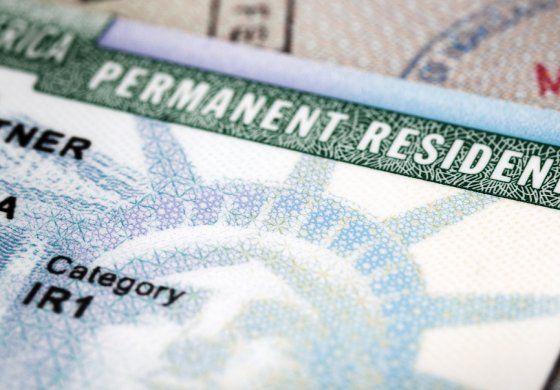 Controversia tras el alza en costos de tramites de inmigración