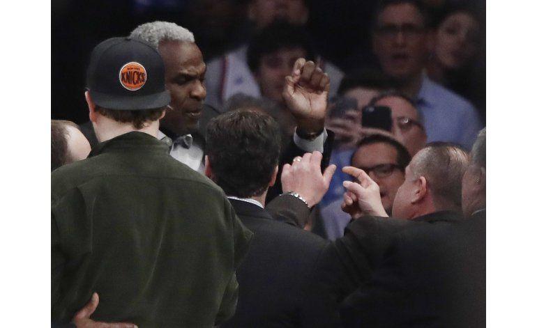 Oakley, exjugador de Knicks, expulsado durante partido