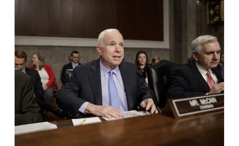 Trump fustiga a McCain por comentario sobre Yemen