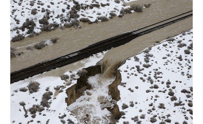Revienta presa en Nevada y causa inundaciones