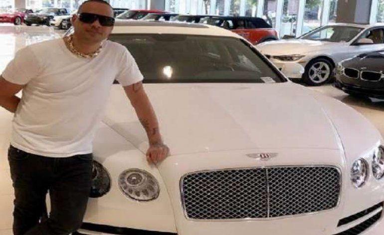 Jacob Forever se regala un auto Bentley, valorado en 190 mil dólares