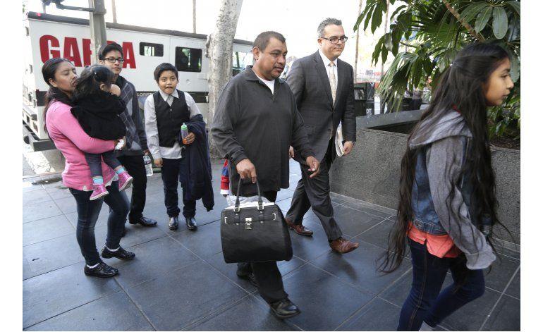 Padre de niña que se reunió con el papa enfrenta deportación