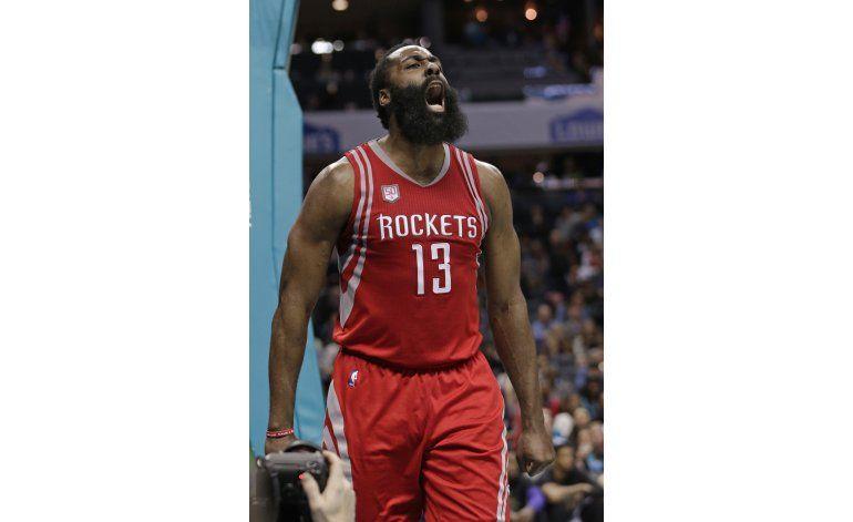 Harden consigue doble doble; Rockets vencen a Hornets
