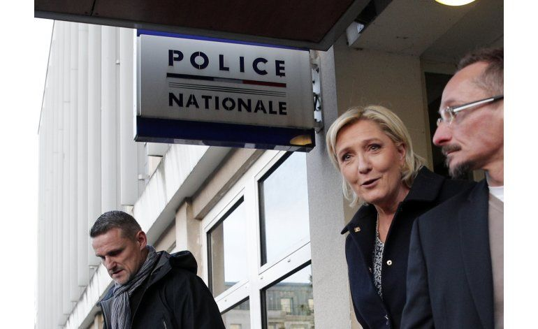 La candidata francesa Le Pen critica la doble nacionalidad