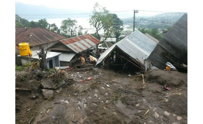 Deslaves dejan 12 muertos en Bali, Indonesia