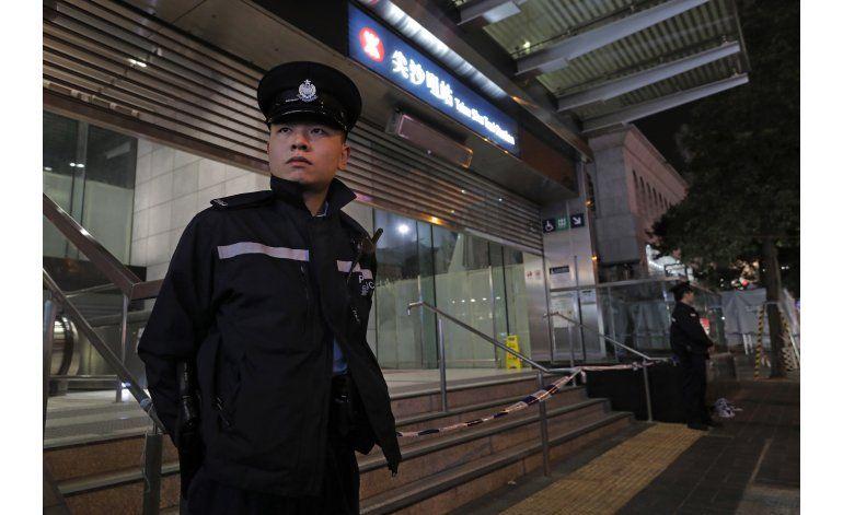 Hong Kong: Arrestan a hombre por incendio en metro