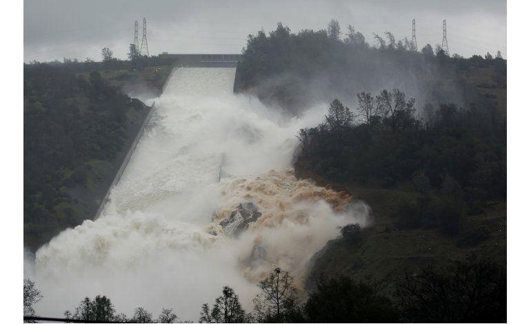 California: Casi 100 millones de dólares en daños a embalse
