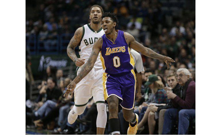 Lakers sobrevive a remontada de Bucks para ganar 122-114