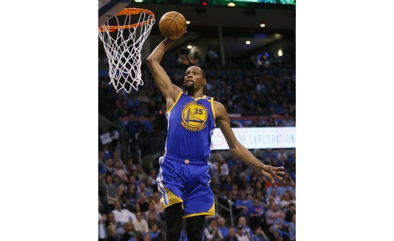 Durant lidera triunfo de Warriors en su regreso a Oklahoma
