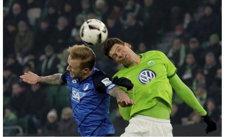 Wolfsburgo supera a Hoffenheim y mitiga temores de descenso