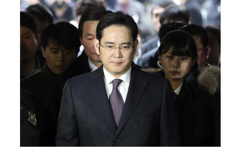 Fiscalía surcoreana cita a dueño de Samsung por caso soborno