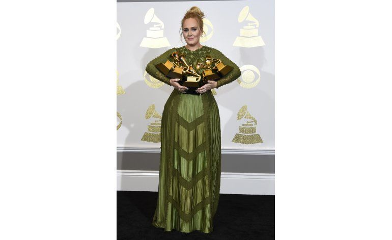 Grammy: Adele arrasa con 5 premios, Bowie gana 4