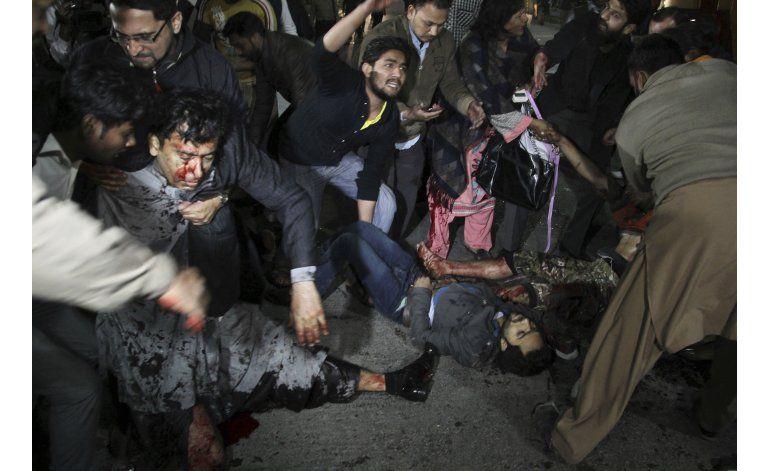 Bomba deja al menos 13 muertos en Pakistán