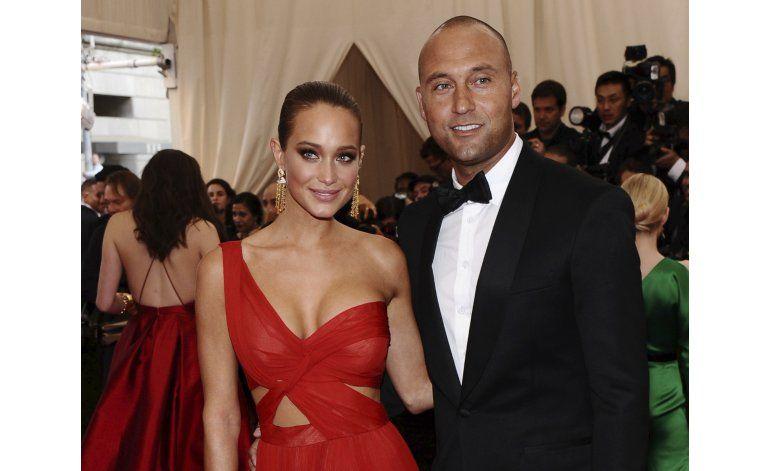 Esposa de Jeter anuncia que está embarazada