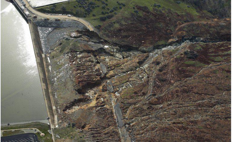 California: Evacuación se mantendrá hasta reparar presa