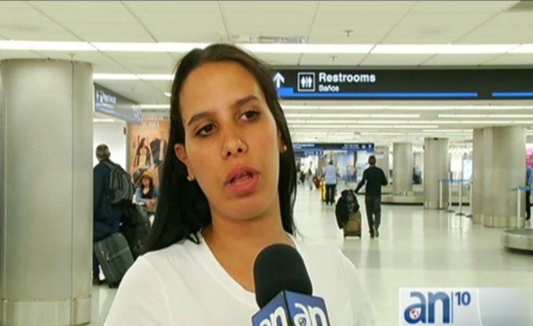 Opositora cubana Aylin Gari Cruz llego hoy al aeropuerto de Miami