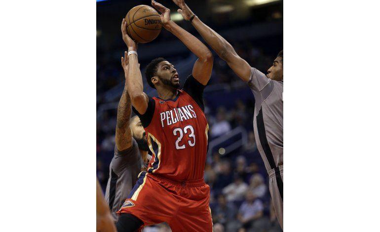 Davis guía a Pelicans en victoria sobre Suns por 110-108
