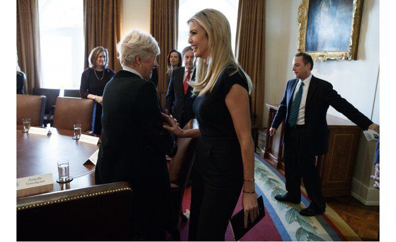 Ivanka Trump publica foto de sí misma en Oficina Oval
