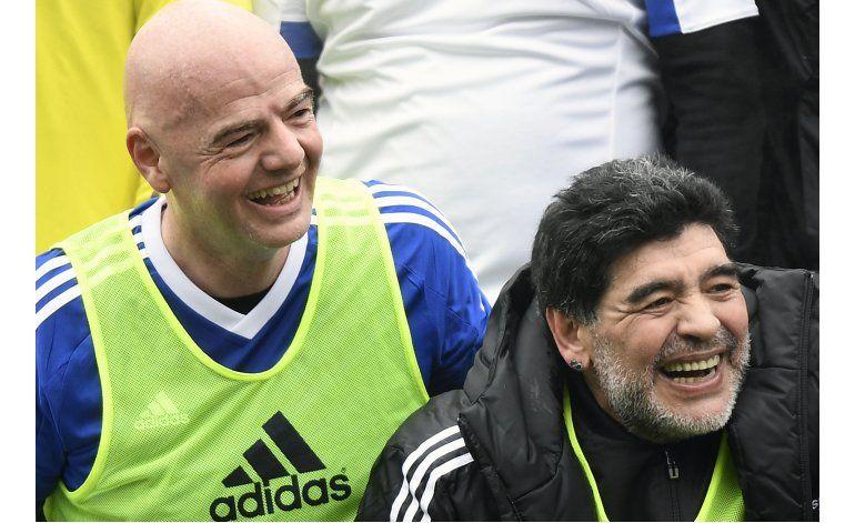 Maradona alienta a Napoli contra Real Madrid