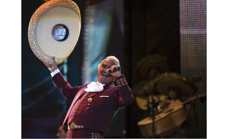 Realizador: Vicente Fernández estaba pendiente del Grammy