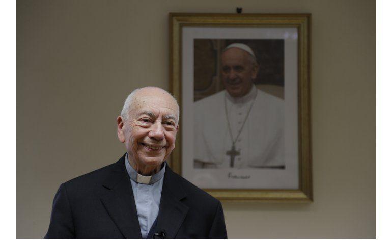 Asesores defienden al papa ante críticas de conservadores