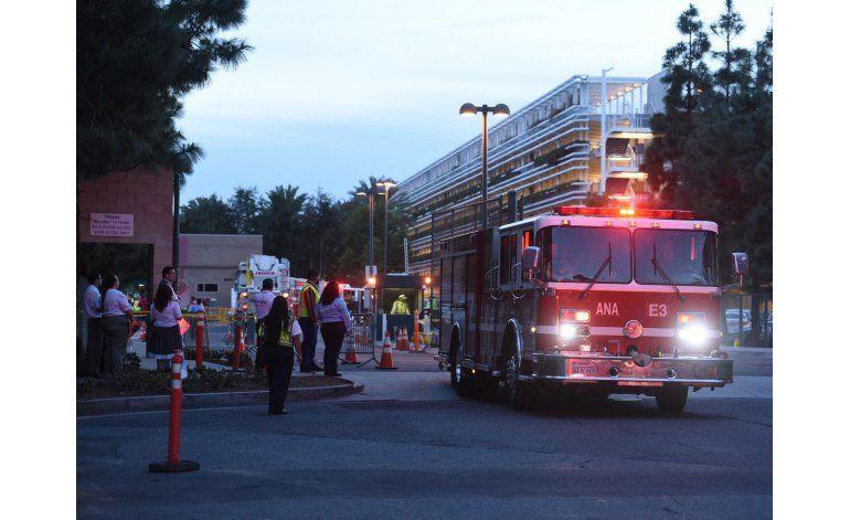 Ocho vehículos quemados en incendio en Disneyland