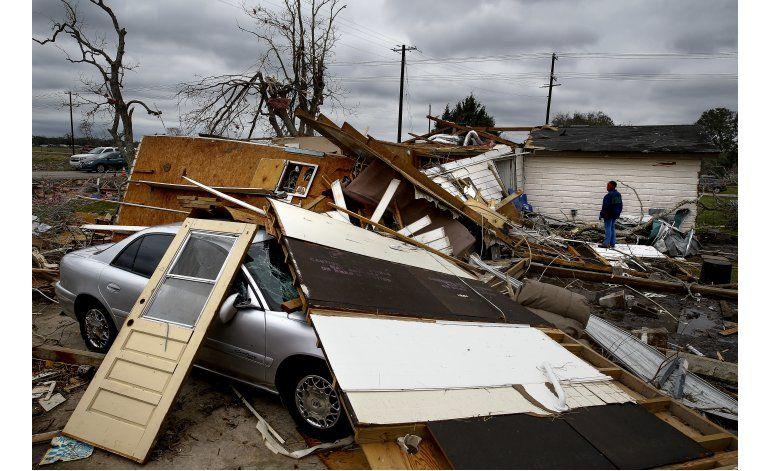 Al menos 6 tornados causan daños en el suroeste de Houston