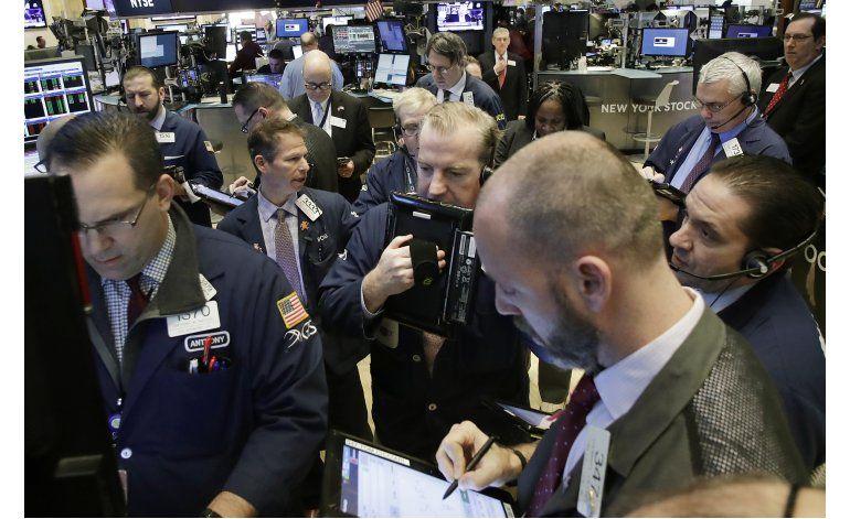 Buenas noticias económicas impulsan a Wall Street