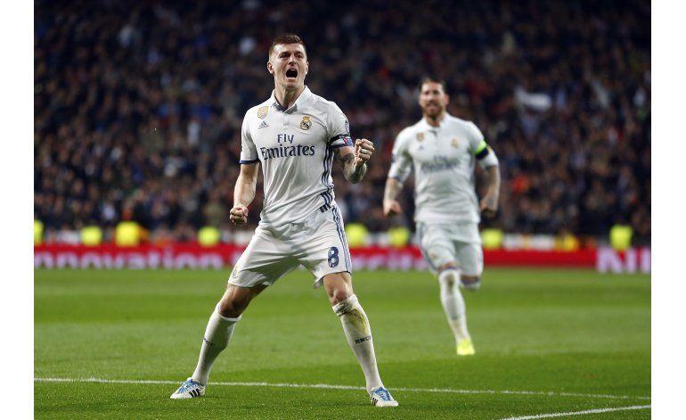 Real Madrid se sobrepone a susto y doblega 3-1 a Napoli