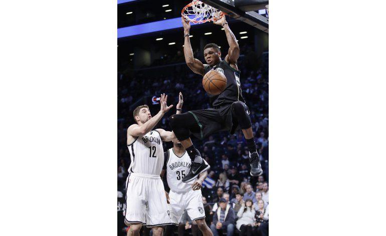 Antetokounmpo anota 33 puntos y Bucks vence a Nets