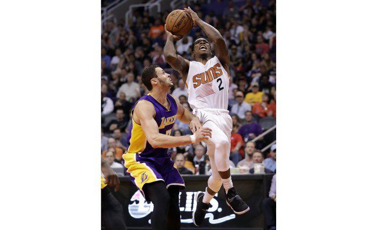 Triple-doble de Bledsoe impulsa a Suns sobre Lakers