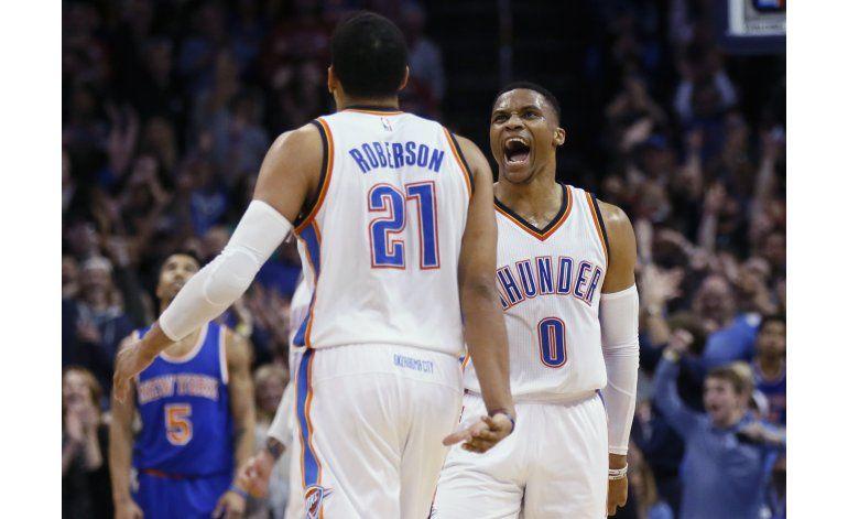 Westbrook anota 38 en triple-doble, Thunder derrota a Knicks