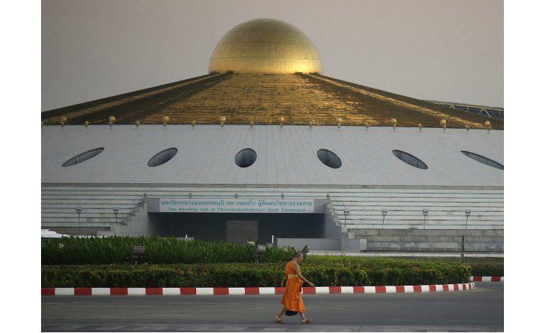 Policía tailandesa registra el templo de una secta budista