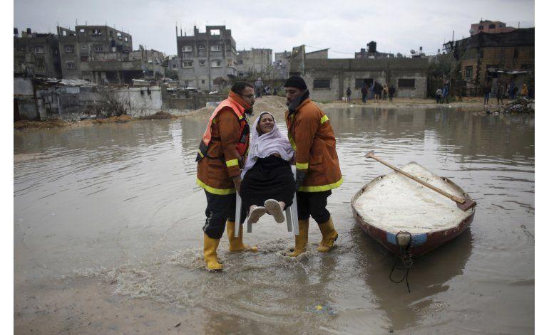 Gaza: Inundaciones provocan derrumbe de infraestructura
