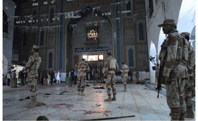 Atentado en santuario de Pakistán deja 75 muertos