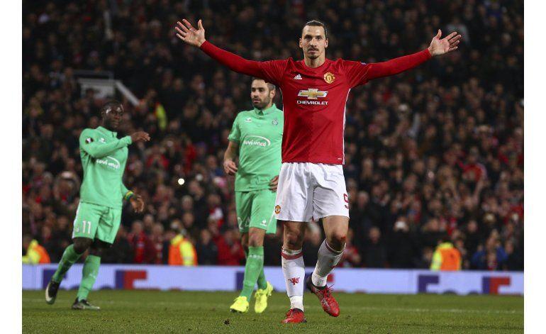 Con tres de Ibra, United gana a Saint-Etienne en Liga Europa