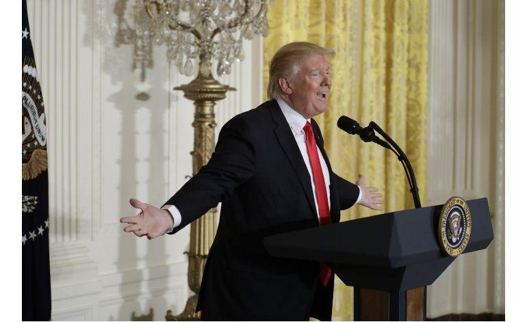AP VERIFICA: Trump acumula más afirmaciones dudosas