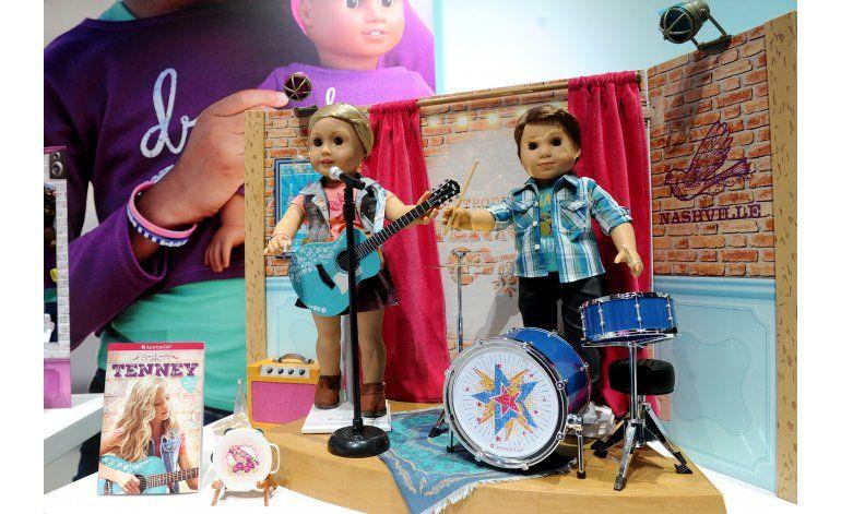 Firma American Girl crean versión de niño; pastor protesta