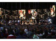 juan gabriel revive en forma de holograma en su homenaje