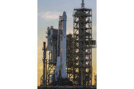 todo listo para lanzamiento de spacex desde plataforma lunar