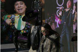 admiradores viven emocion en homenaje a juan gabriel