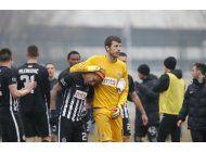 futbolista brasileno llora tras canticos racistas en serbia