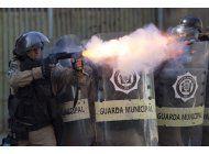 rio de janeiro: la policia se enfrenta a manifestantes
