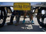 jovenes cubanos construyen un ford que avanza con pedales