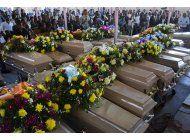 efectuan funeral masivo para 20 presos en haiti