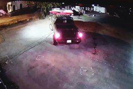 encuentran costosa camioneta robada de un negocio de west park