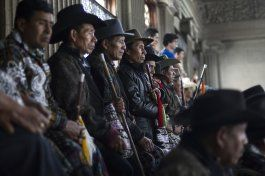 guatemala: indigenas bloquean carreteras pidiendo inclusion