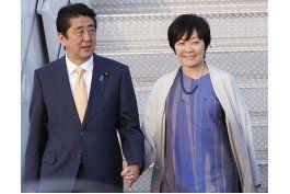 japon borra elogio de primera dama a escuela tras escandalo